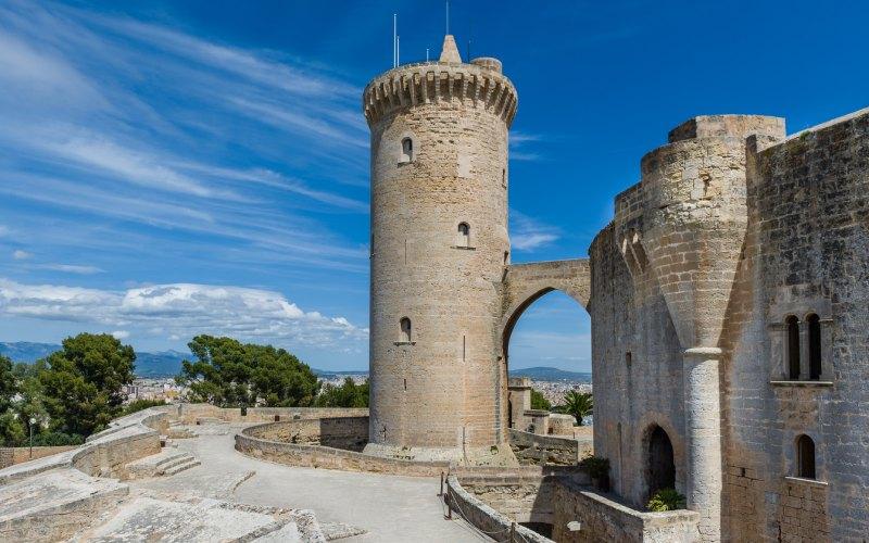 La torre del homenaje del castillo de Bellver está exenta