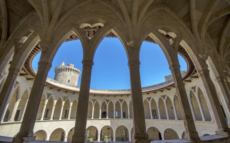 La galería superior del castillo de Bellver desde dentro