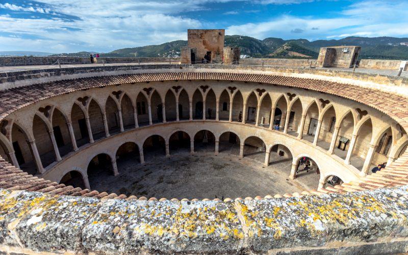 Patio del castillo de Bellver desde arriba