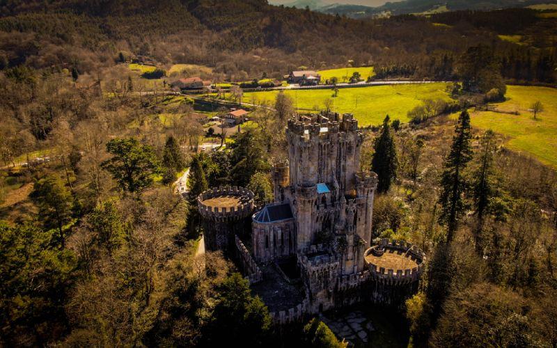 Castillo de Butrón y alrededores ajardinados