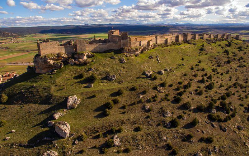 Extremo oriental del castillo de Gormaz, con el alcázar