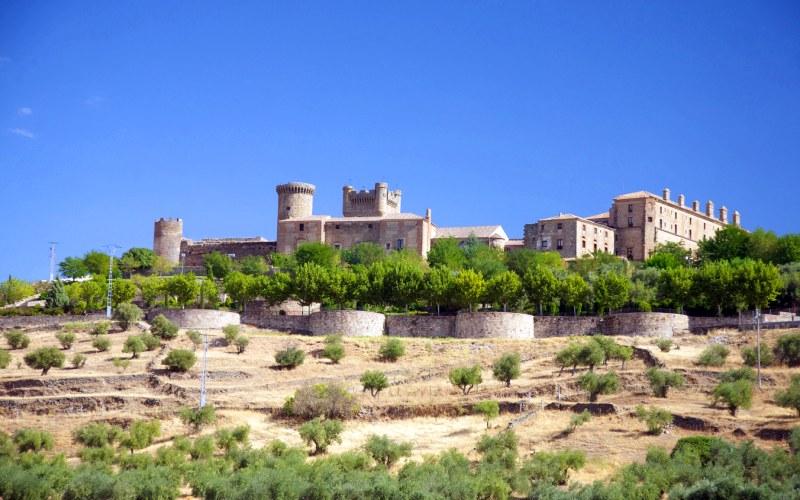 Vista general de los palacios y el Castillo de Oropesa