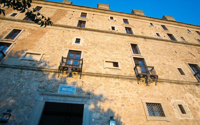 Fachada de uno de los palacios de Oropesa en Toledo
