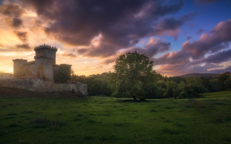 Atardecer en el castillo de Pambre