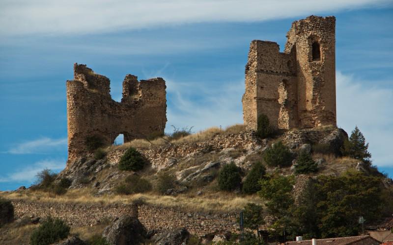 Restos del castillo de Pelegrina sobre un cerro