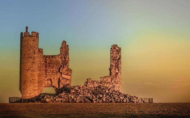 Atardecer en las ruinas del castillo de Rivadeneyra