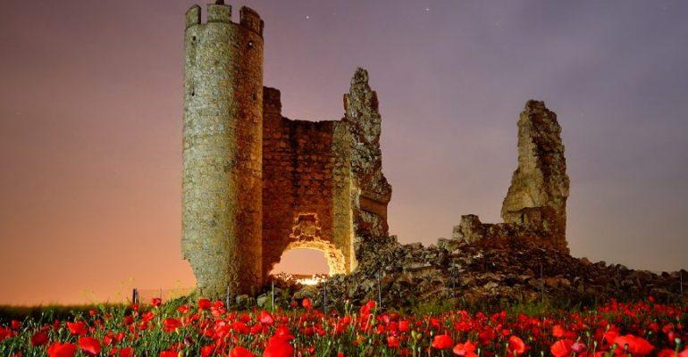 El castillo de Rivadeneyra, ayer hogar de caballeros y hoy destino de fotógrafos