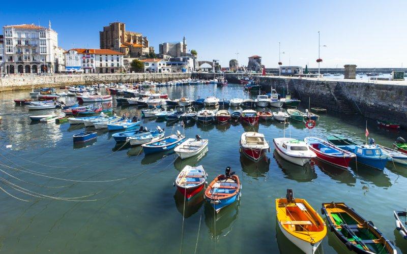 Vista del puerto de Castro Urdiales