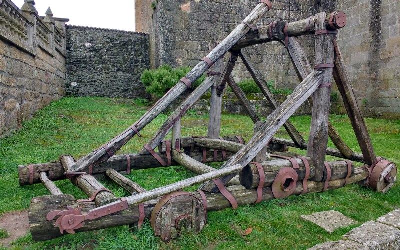 Catapulta del castillo de Castro Caldelas