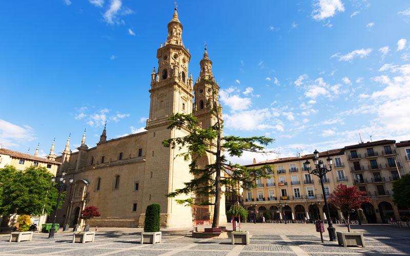Concatedral de Santa María la Redonda, en el Camino de Santiago, Francés