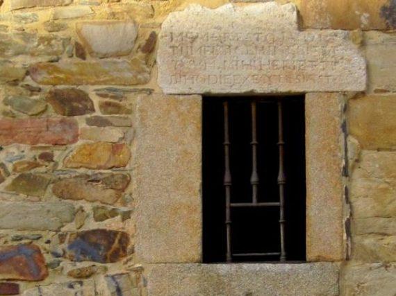 Enterrarse en vida: la celda de las emparedadas de Astorga y la macabra práctica medieval