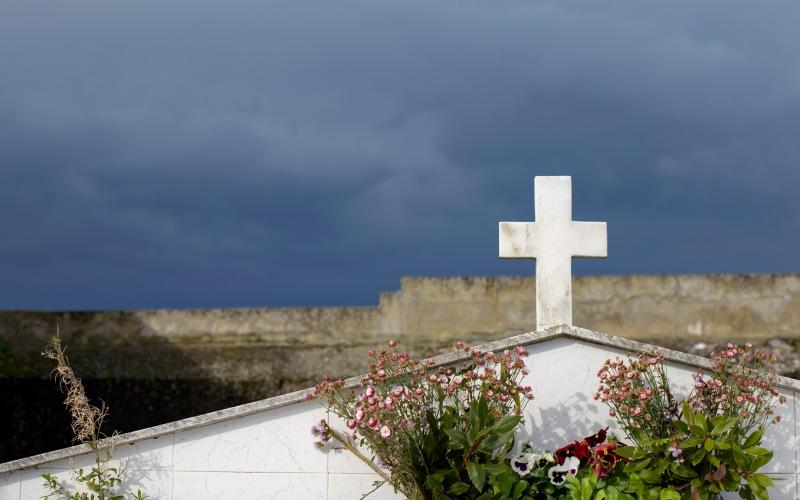 Cruz en el cementerio de San Martín de Lastra
