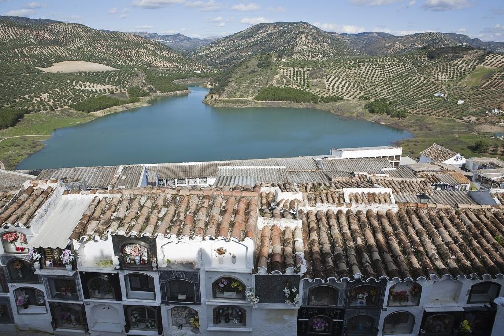 Cementerios más curiosos de España Iznájar