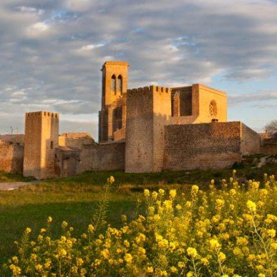 El Cerco de Artajona, la poderosa fortificación que fue capital de un reino