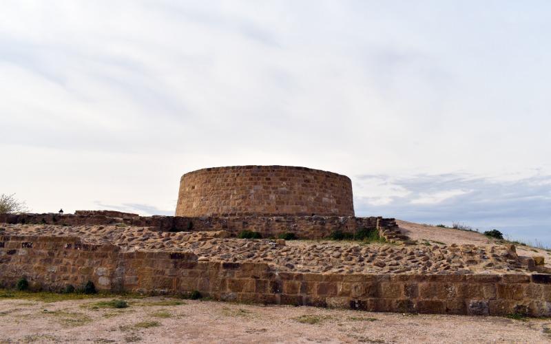 Restos de la torre del homenaje del castillo del siglo XII del Cerco de Artajona