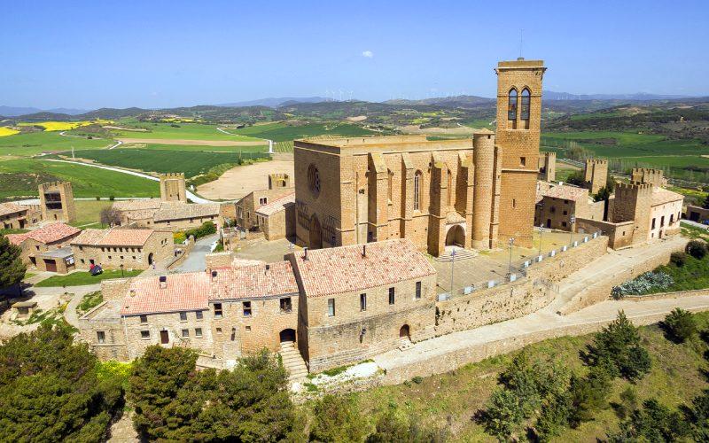 Cerco de Artajona e iglesia de San Saturnino