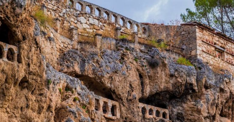 Cívica y sus cuevas, una extrañeza en Guadalajara