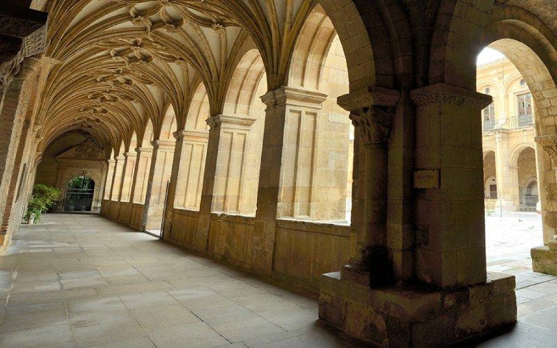 Claustro de la basílica de San Isidoro en León