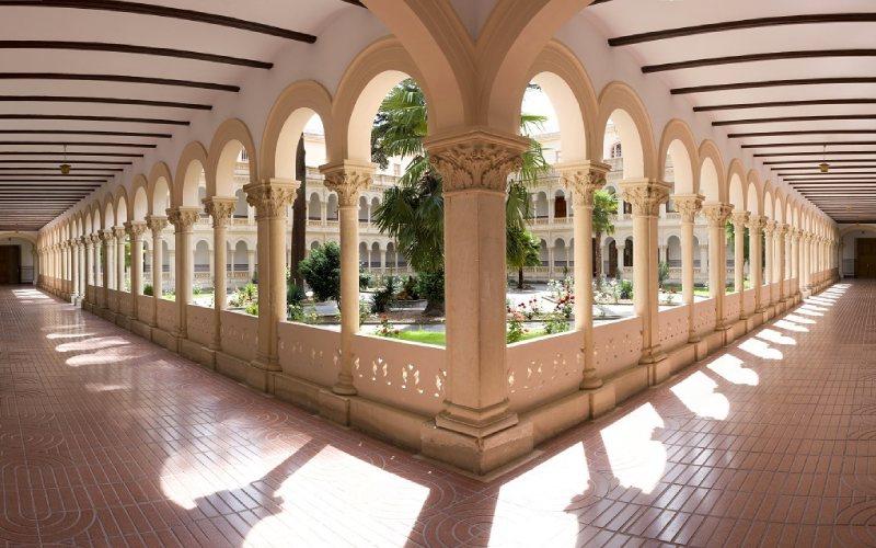 Claustro del Colegio Niña María