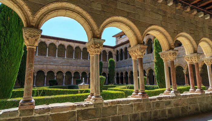 patio monasterio ripoll gerona