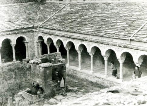 foto antigua claustro claustro de la Catedral de Roda de Isábena