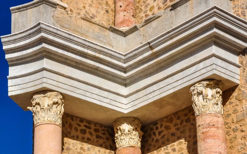 Detalles de las columnas del Teatro Romano de Cartagena