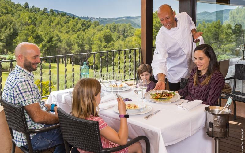 De esta gastronomía puede disfrutarse en los parajes más bellos de la comarca