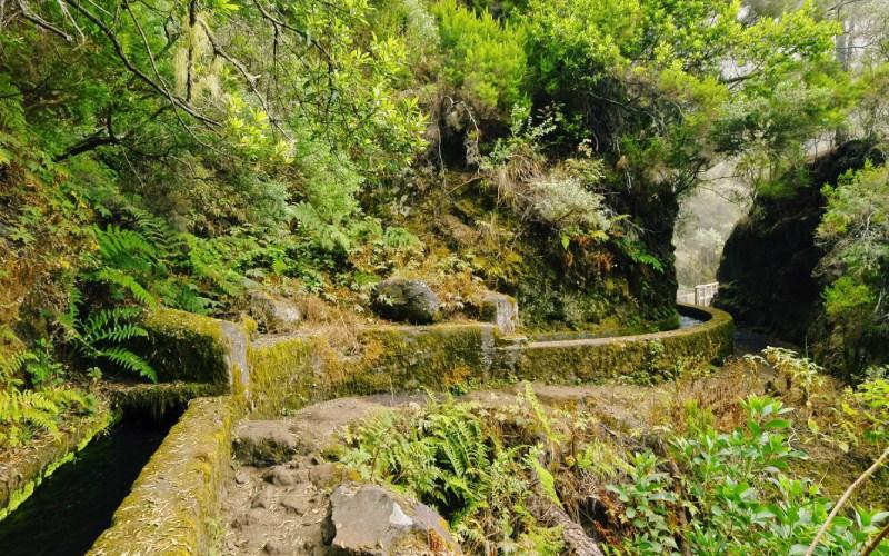 Inicio de la ruta de Marcos y Cordero, junto al canal