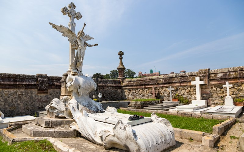 tumba cementerio Comillas