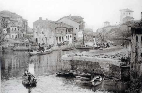 Construcción del puerto de Llanes, en 1910