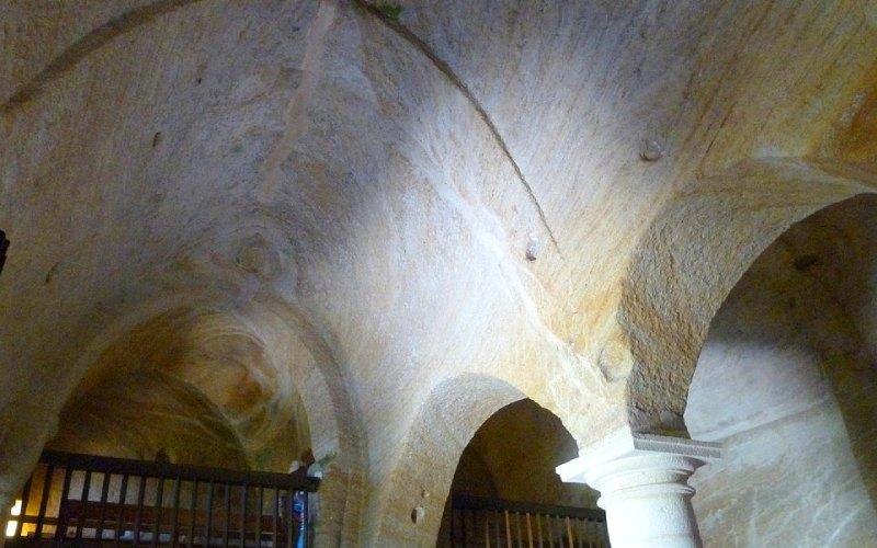 Bóvedas decorativas románicas y parte del coro del eremitorio rupestre de Olleros de Pisuerga