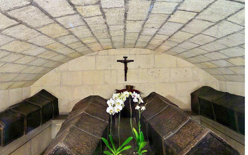 Féretros de los Reyes Católicos en la Capilla Real de Granada