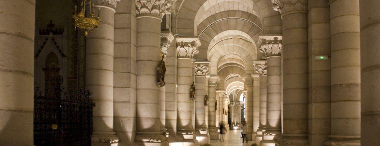 Detalle de las columnas de la cripta de la catedral de la Almudena