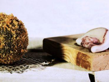 Croquetas de chipirones en su tinta