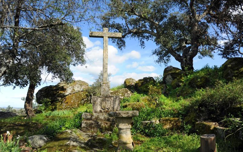 Cruz en el exterior del convento del Palancar