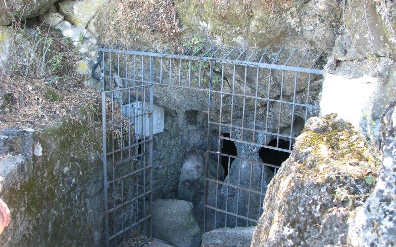 Entrada a la cueva de Los Murciélagos