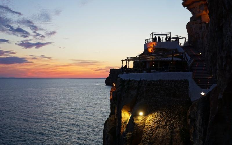 Cueva d'en Xoroi, el lugar de moda de Menorca