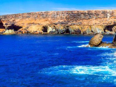 Cuevas de Ajuy, un antiquísimo monumento natural junto al mar