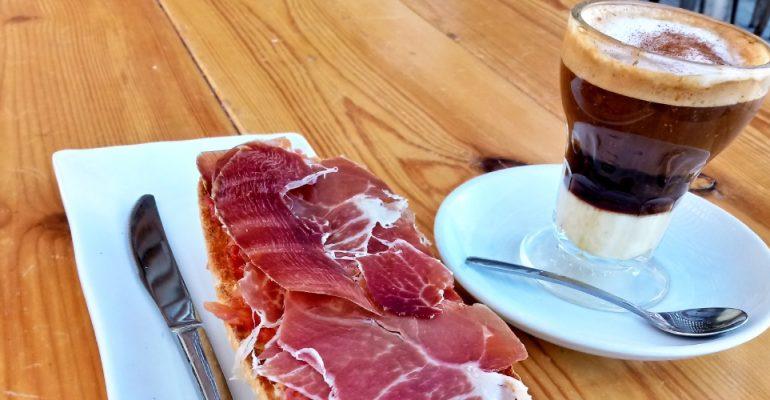 Café asiático: historia, sabor y vida en los desayunos de Cartagena