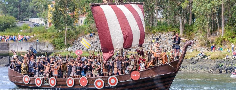 Recreación de un barco vikingo en Catoira