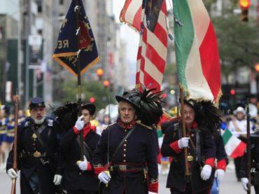 Banderas italianas en lugar de rojigualdas: el peculiar Día de la Hispanidad en EEUU