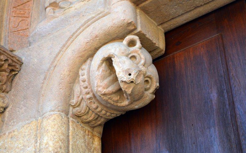 Detalle de la fachada sur de San Isidoro de León