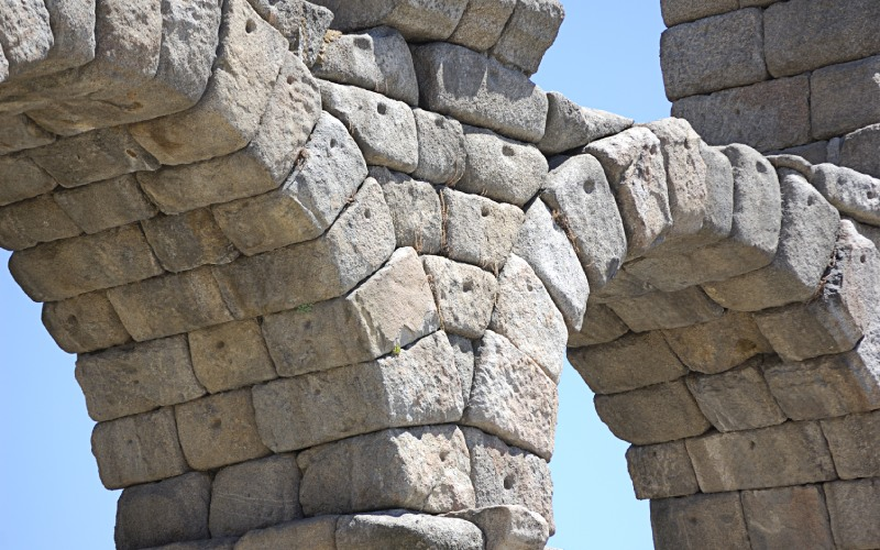 Detalles del acueducto de Segovia