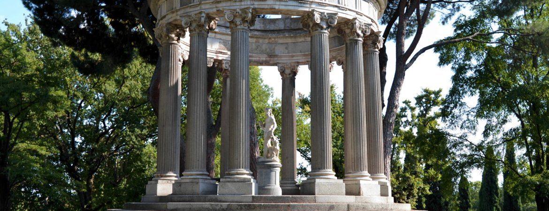 Templete del jardín. | Shutterstock