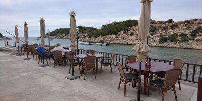 Comer Cala Portinatx restaurante puerto