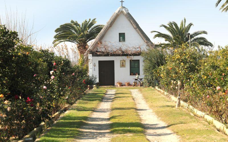 Pequeña casa de campo típica de la Albufera en Valencia