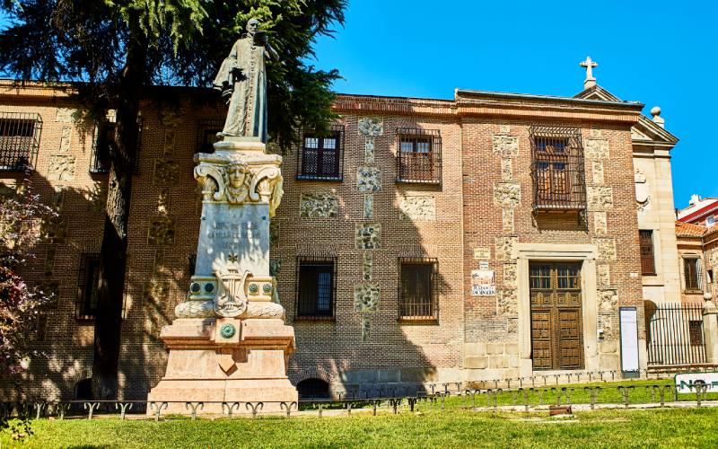 Estatua de Lope de Vega en el monasterio de la Encarnación