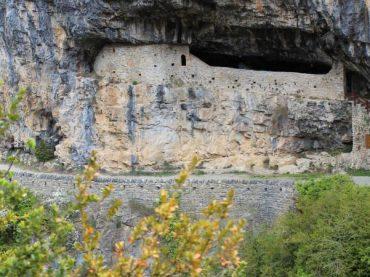 La ermita de San Úrbez, un legendario templo aragonés camuflado en la roca