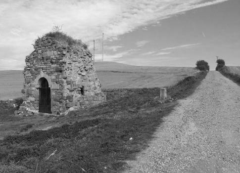 Fotografía antigua del Monasterio de San Felices de Oca, lugar que ver en Villafranca Montes de Oca