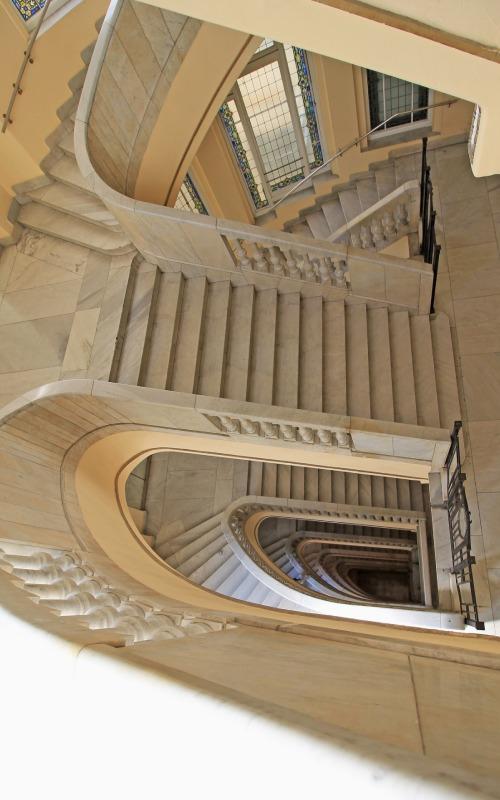Escaleras del Círculo de Bellas Artes en Madrid